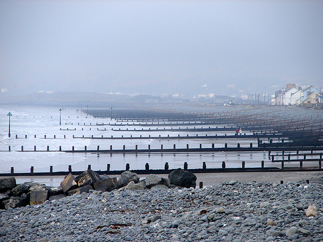 Breakwaters on Borth Beach (©Copyright John Lucas and licensed for reuse under this Creative Commons Licence)