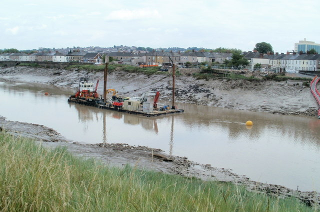 River dredging in progress, Newport(© Copyright Jaggery and licensed for reuse under this Creative Commons Licence)
