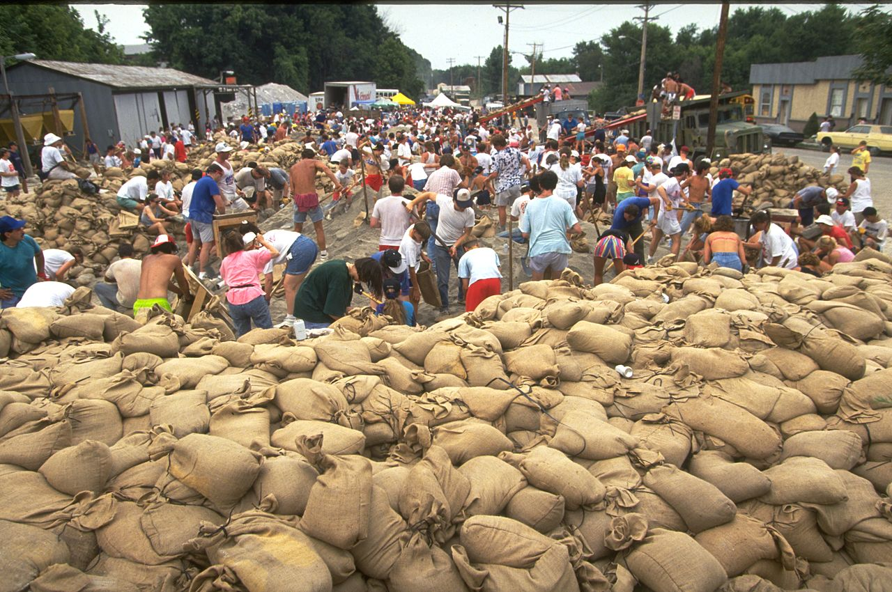 Residents and volunteers work to fill sandbags during the Mississippi and Missouri river floods of 1993.