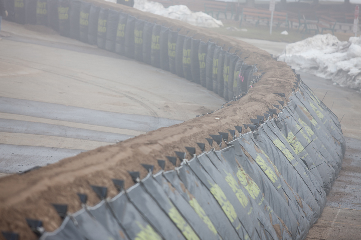TrapBag® cellular containment barrier system in Fargo, North Dakota (USA), installed in 2011 for flood control.