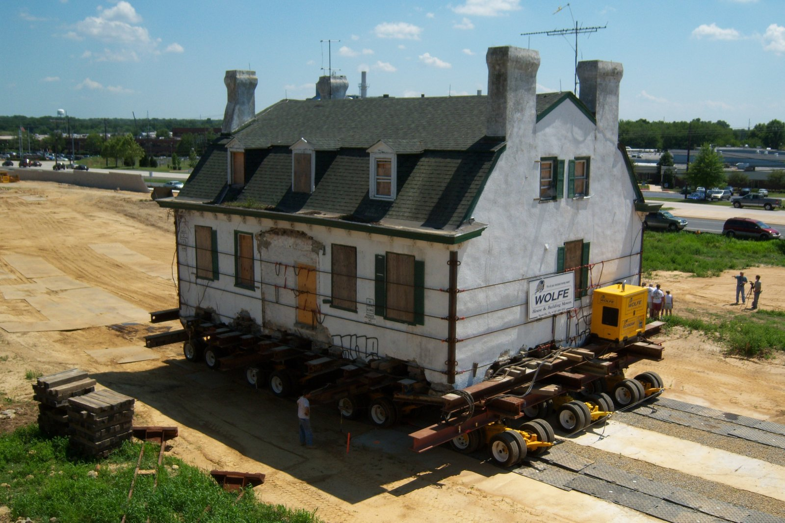 Wolfe House & Building Movers uses the Buckingham Power Dolly System to move a house in Newark, Delaware