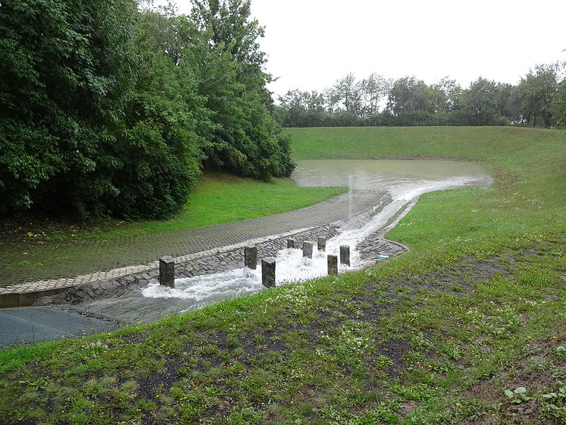 The detention basin at Sandersbeek road in Göttingen–Geismar, seen from its northeast corner during a heavy rain event on August 17 2015.