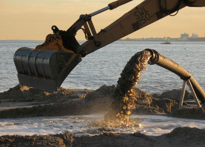 Hydraulic filling by mechanical dredging